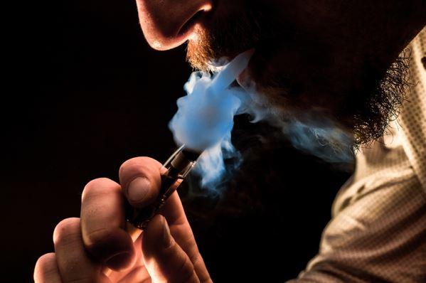 The Benefits of Vaping vs. Smoking Weed