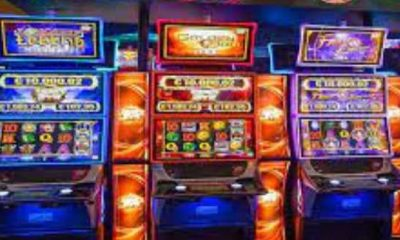 Are online slot machines rigged? If online slot machines were rigged and didn't offer fair play, then most of them would've been shut down by now. The top online gambling websites are regulated and licensed by jurisdictions like the UK, Malta, and Gibraltar, which ensure that safe and fair gaming rules are in place, and every player the same chance of winning. This is also to prevent gaming websites from having any direct dealings with government officials. The odds on online slots differ slightly from land-based slots. But this small difference can have a big impact on your chances of winning big jackpots. Slots that are behind the payline are not as predictable as those in front of the line, so there's an equal chance of a player hitting a jackpot when playing in front of the line but a much lower chance if the slot is behind the payline. As a result, the best way to increase your odds of hitting the jackpot is to choose a slot in front of the line. On regular slots, spin speeds and denomination are important factors that influence your chances of hitting a jackpot. A higher spin speed indicates that you're more likely to win. Higher denominations have more spins, while lower denominations have fewer spins. It also means that if you want to make a serious bet, stick with the highest denomination. In addition to the odds, there's also the reels. Each reel in online slot machines differs, so players need to study the reels to determine which machine gives them the best chance of hitting a jackpot. Some players also choose one particular reels, like progressive or single-action, so that they can memorize which machines give them the highest chances of hitting a big jackpot. Others don't play with any pattern, so that they can't tell if a reel is loaded or not. It all depends on personal preference. Another way to increase your chances of hitting the biggest jackpots in online slots is to get as many free spins as you can. Each time you hit a spin, the casino pays out
